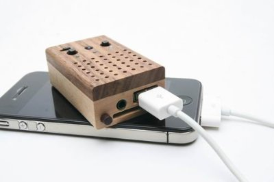 Motz Tiny Wooden Power Speaker