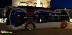 前衛的デザインなバス