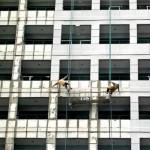 安全対策ゼロの危険過ぎる現場作業 (19)