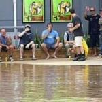 大洪水の時に守るべきはビール! (19)