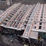 中国のマンション、雨で倒れる! (17)