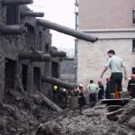 中国のマンション、雨で倒れる! (8)