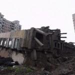 中国のマンション、雨で倒れる! (6)