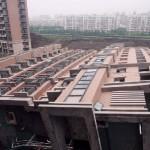 中国のマンション、雨で倒れる! (11)