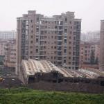 中国のマンション、雨で倒れる! (10)