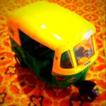 インドの三輪タクシーのミニカー (2)