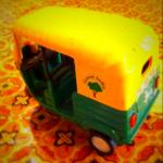 インドの三輪タクシーのミニカー (1)
