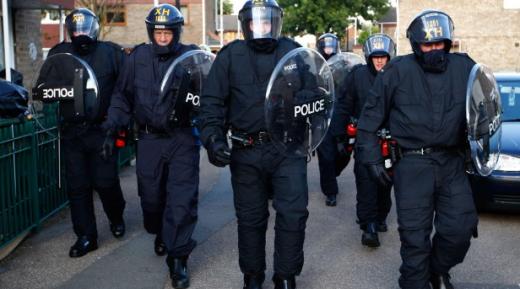 ロンドン警察の盾は円くて透明