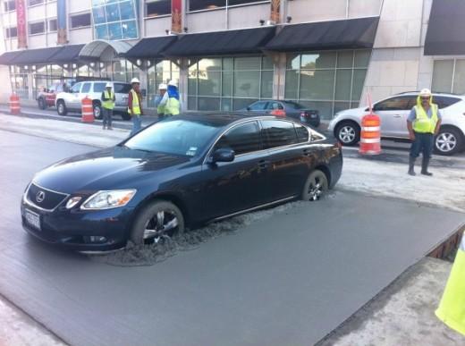 不味いところに駐車したLEXUS GS