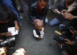 身長56センチのネパール人 世界一小さな男性認定に挑戦