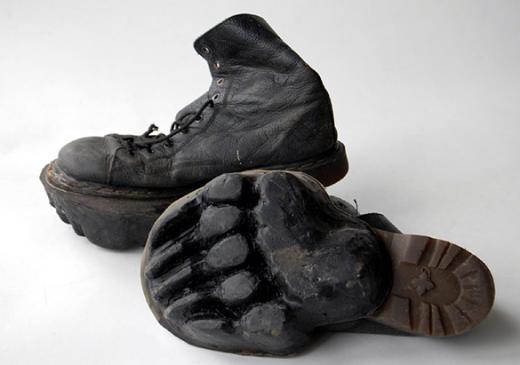 履いて歩いただけで騒ぎになる可能性のある靴