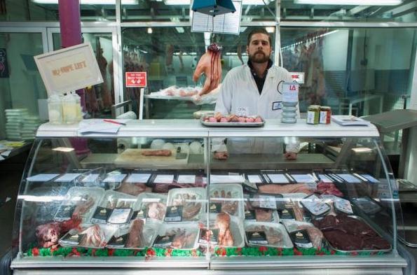 成型肉で人体パーツ、怖い肉屋さん