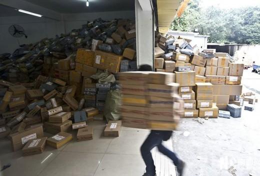 中国、セールで売れすぎて宅配業者がオーバーフロー (2)