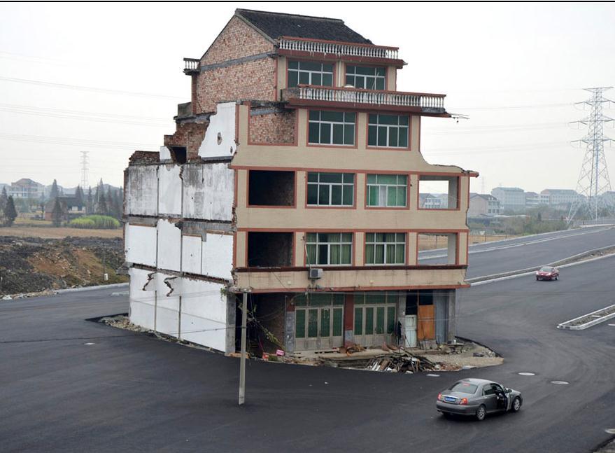 中国の仰天ハウス、立ち退き圧力に屈しなかった男