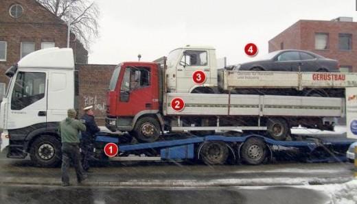 ベンツを積載したトラックを積載したトラックを積載した積載車