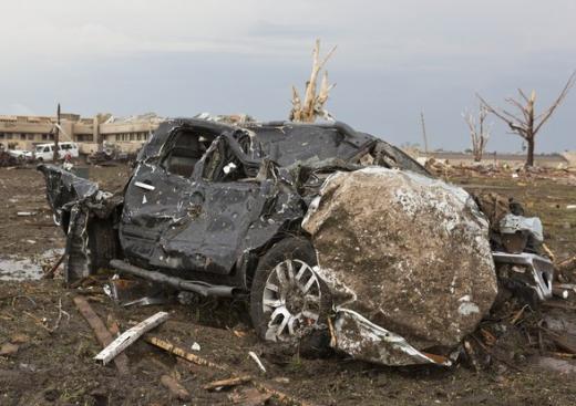 オクラホマ州を襲った竜巻の凄まじさを物語る画像