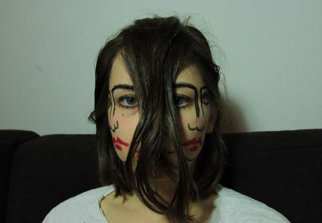 目を利用して2つの顔を持つ画像