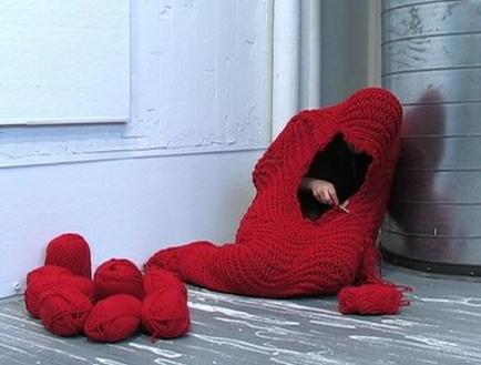 編み物で繭を形成