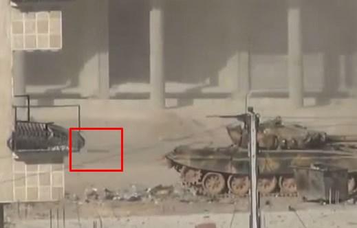 シリア軍の戦車がRPG(対戦車ロケット弾)で破壊される瞬間映像