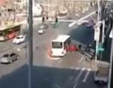バスから出火、逃げる乗客が出口に殺到