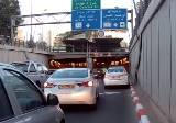 トンネルでつっかえるコンクリートミキサー車