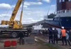 船を進水させる際にクレーンが横転
