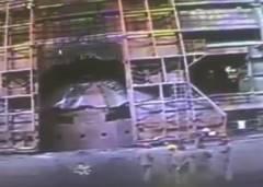 完成したばかりの製鉄所で爆発