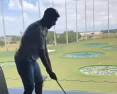 危険なゴルファー、スイングしたらスっぽぬけ