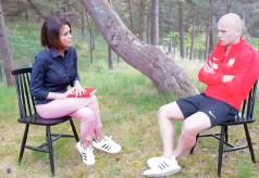 インタビュー中のポーランド代表選手がナイスディフェンス