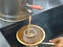 熱熱のチャイをどうぞ