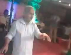 結婚式でダンスをしていた老人が心臓発作