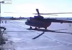 ヘリコプターのローターブレードが建物に接触