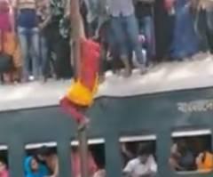 バングラデシュの超満員電車の降車方法
