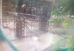 インドでチャーター機が墜落、建築現場が火の海に