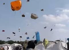 ドイツの音楽祭で突風被害、万華鏡のように散らばるテント