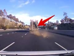 高速道路で前を走っていたトラックの部品が直撃