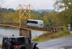 制限重量オーバーなのに橋を渡ってしまうバス