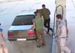 給油中に車両から出火、ノズルを抜き惨事に