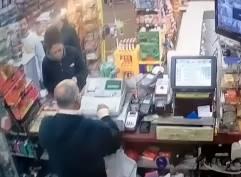 低血糖で倒れた店員さんをお客さんが救う