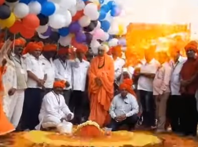 インドのお祭りで風船が爆発する瞬間映像